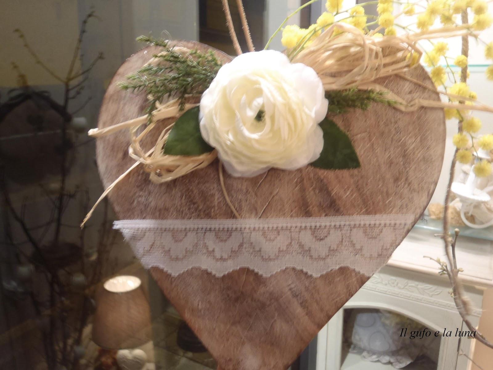 cuori di legno con fioru : Il Gufo e la Luna shabby chic & country style: Cuori di legno decorati