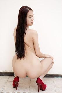Nude Babes - Beautiful Models - PAULA - Shy Babe
