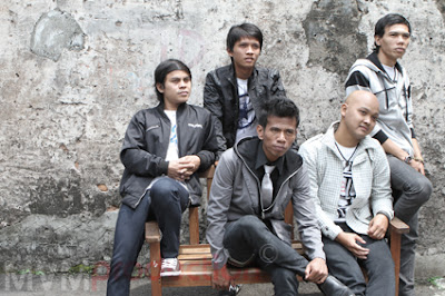 Motif Band - Tanggal 1 Bulan 2 MP3