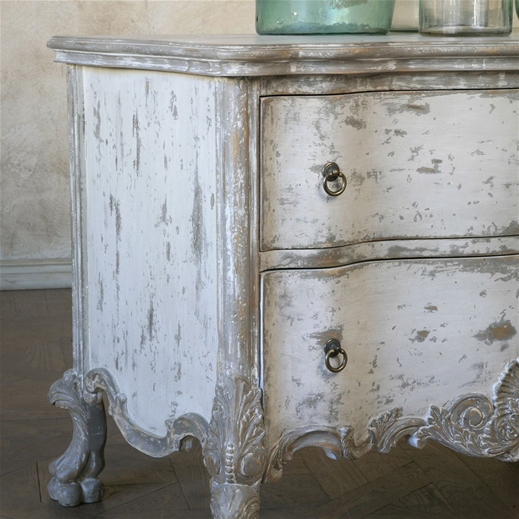 The shabbiest chick french linen and old white dresser for Peinture shabby chic