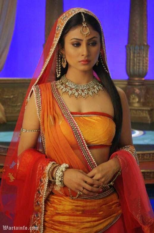 Foto hot Seksi Mouni Roy Artis cantik India Pemeran Dewi Sati di Serial Mahadewa ANTV