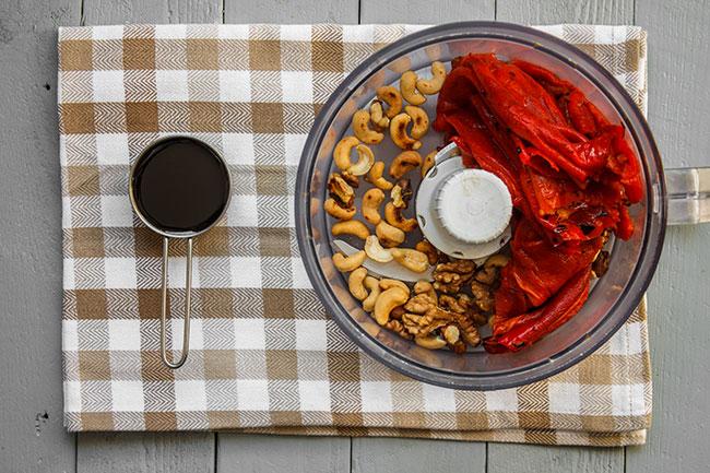 Pečena paprika, orasi, indijski orasi, melasa od nara - Magična Oklagija