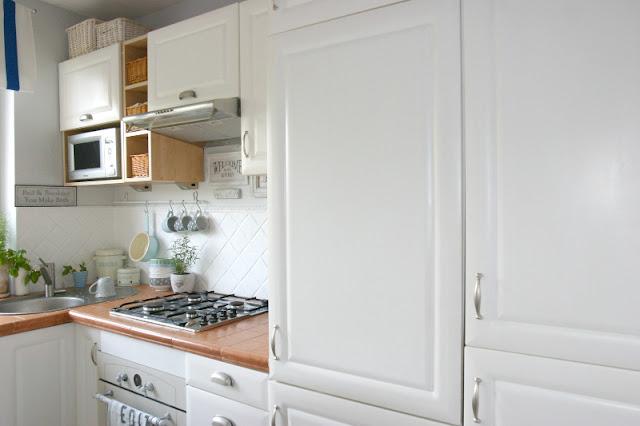 Meble Ogrodowe Drewniane Czym Pomalowac : My little white Home Jak pomalować meble kuchenne? Jak pomalować