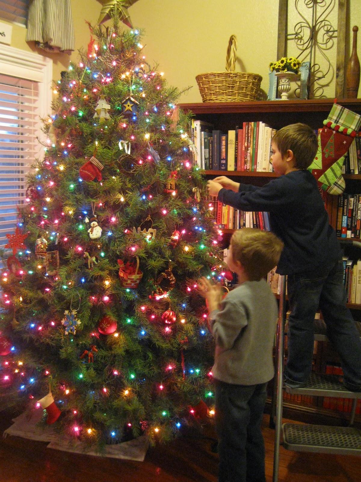 Colored Christmas Tree Lights Decorating Ideas