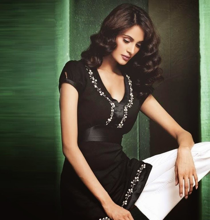 Mehreen Syed Wallpaper