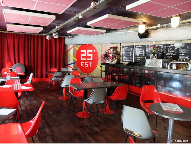 Bar interieur 25 degrés est Paris Stalingrad canal Ourcq vue Seine bord de l'eau salle déco rouge