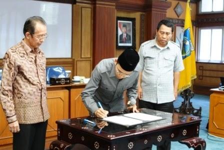 Penandatanganan Komitmen Pengendalian Gratifikasi di Ruang Rapat Utama Kantor Gubernur NTB