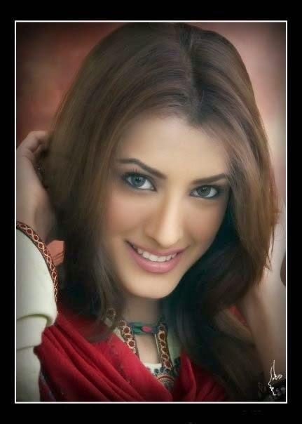 Mehwish Hayat Hair Style