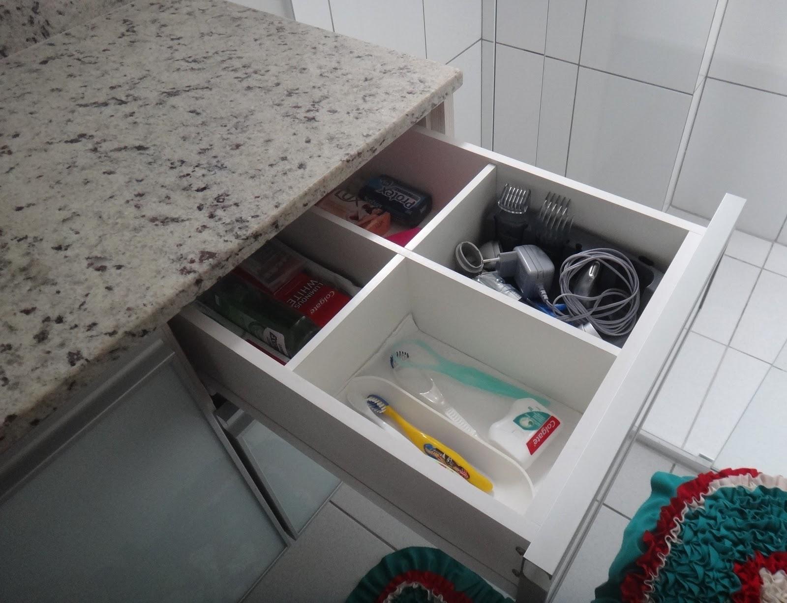 Belenetto Marcenaria Personalizada: Banheiros com portas de vidro e  #614142 1600x1225 Armario Banheiro Usado