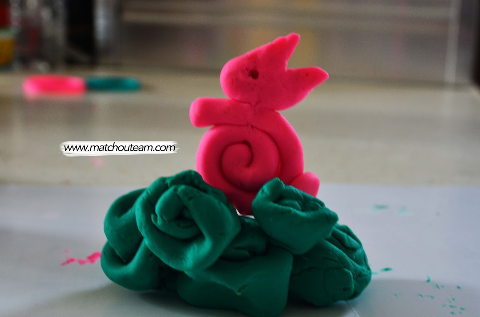 modelage d'un lapin en maternelle