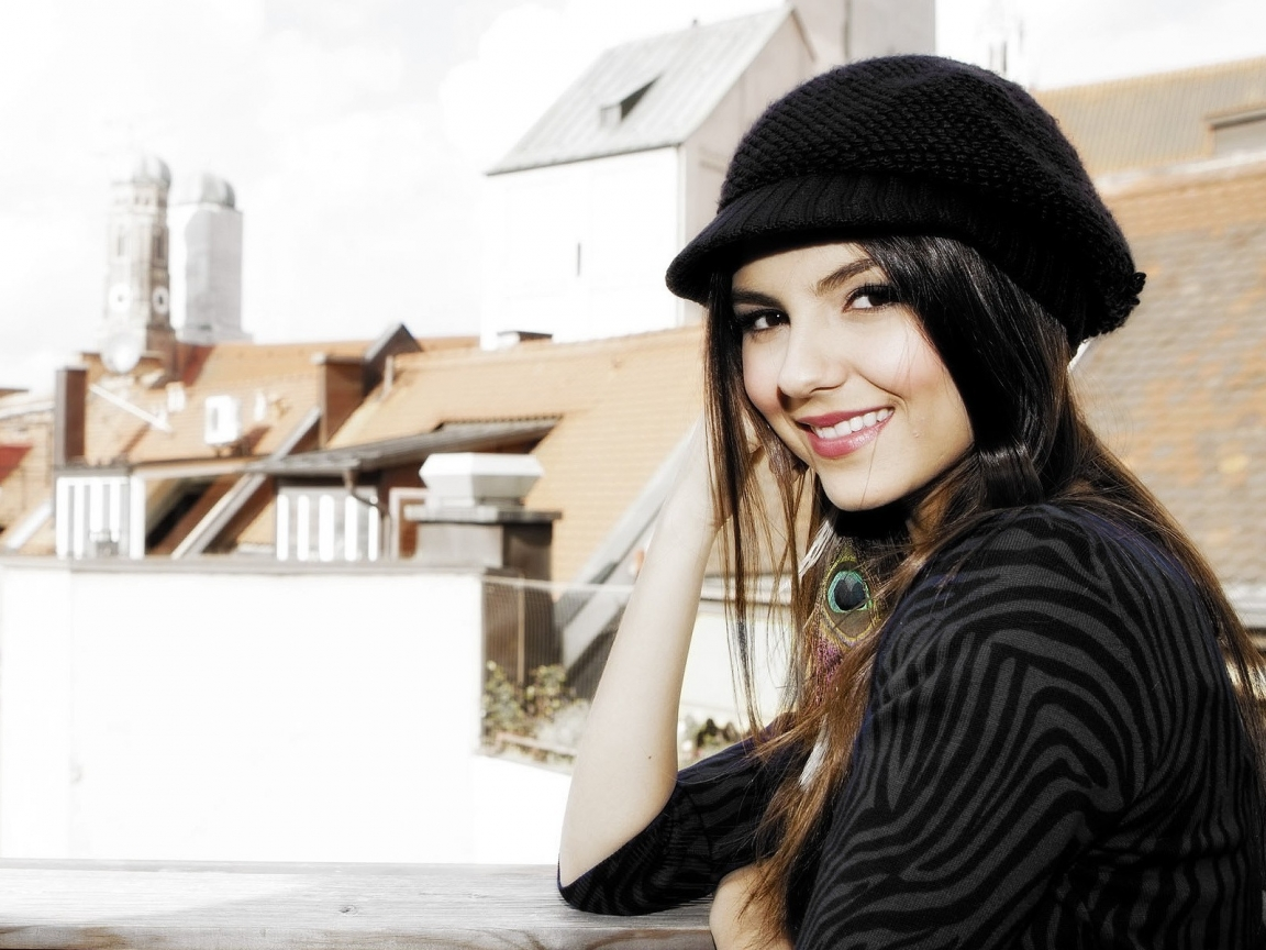 Victoria Justice LovelyVictoria Justice Wallpaper 2012