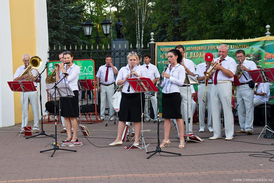Играет духовой оркестр | Brass Band Playing
