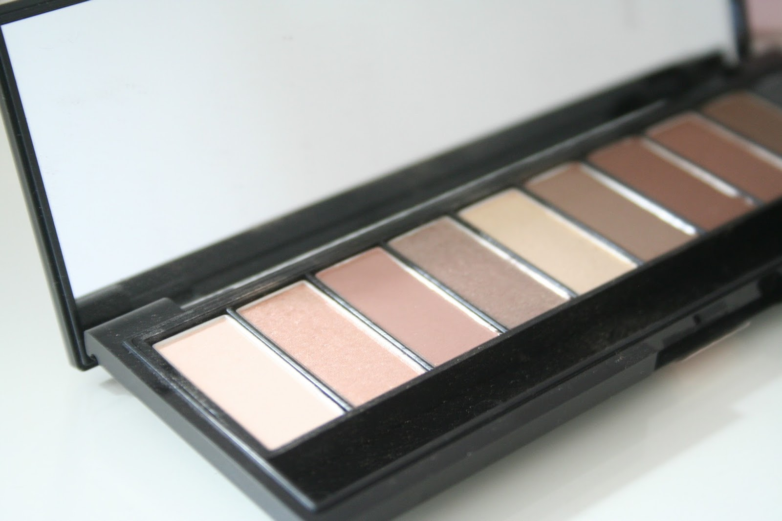 Review || L'Oreal La Palette Nude - Beige