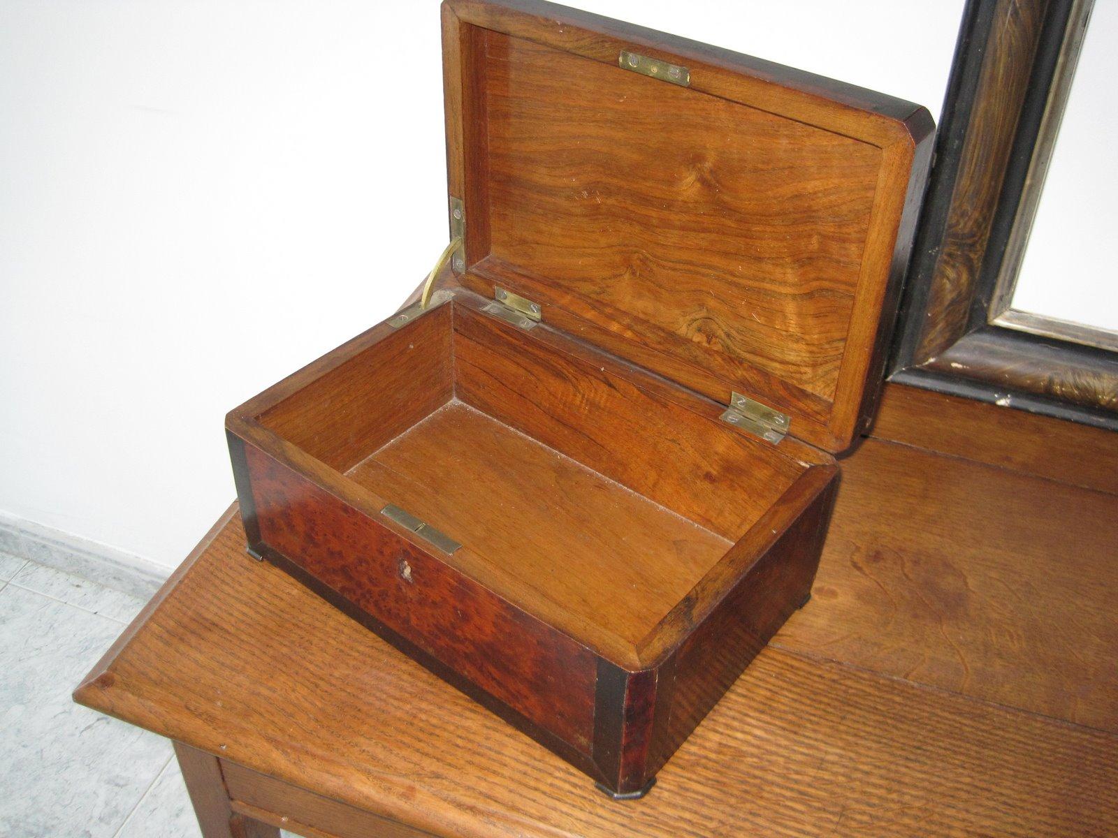 Retazos de mi vida caja antigua for Como restaurar puertas de madera antiguas