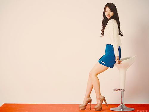 Bae Suzy Elegant Pose Picture