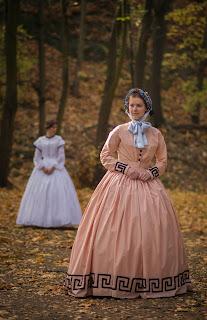 http://kostiumiglanitka.blogspot.com/2013/11/krakowska-sesja-greckiej-sukienki.html