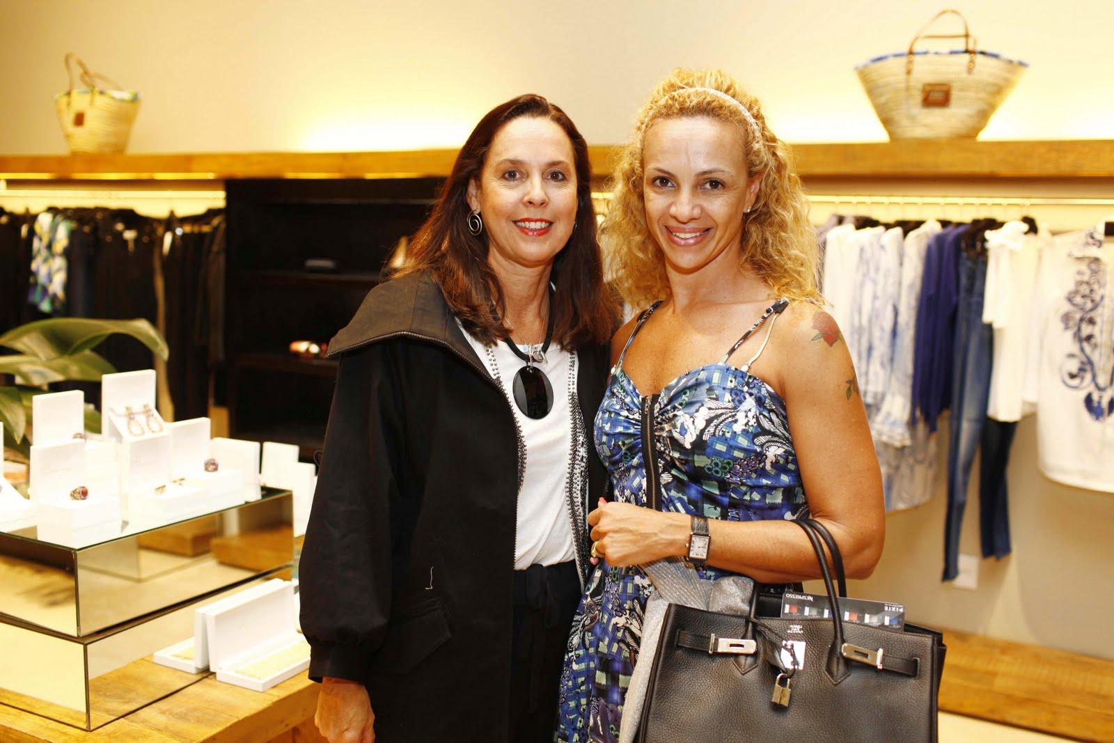 http://1.bp.blogspot.com/-58A9CFsUa8w/TcwV-9E8MfI/AAAAAAAABuA/tDTi6U8meAc/s1600/Carla+Os%25C3%25B3rio+e+Paula+Santana.JPG
