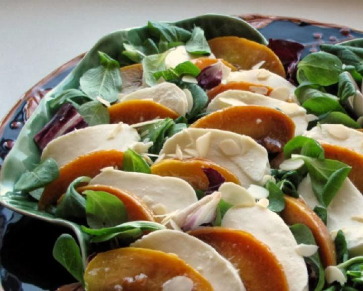 salat-s-mocarelloj-i-persikom