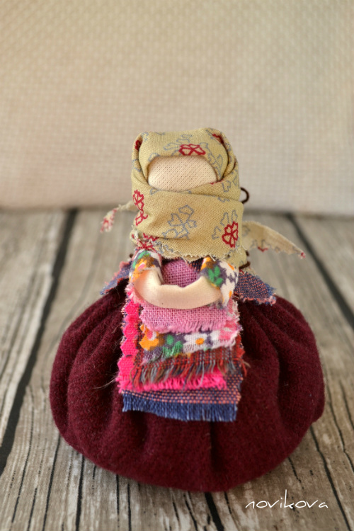 народная кукла Кубышка-Травница, кукла-обрег