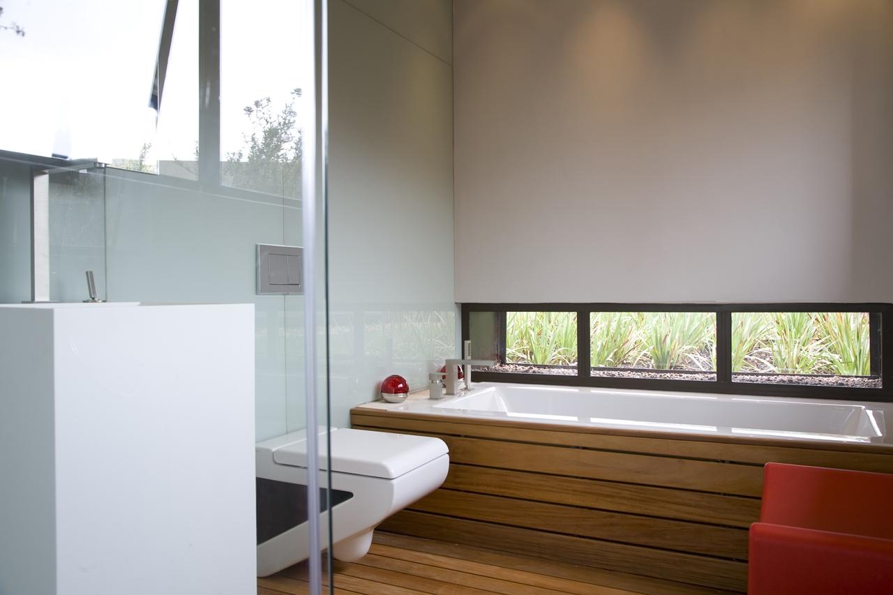 Modern bathrooms south africa - Small Modern Bathroom In The Serengeti House By Nico Van Der Meulen Architects