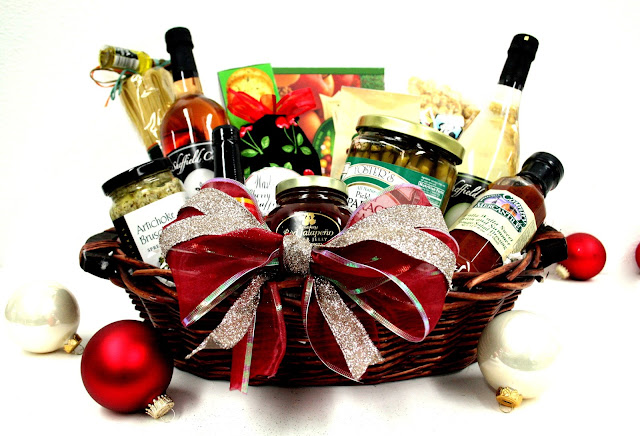 Images of Christmas baskets