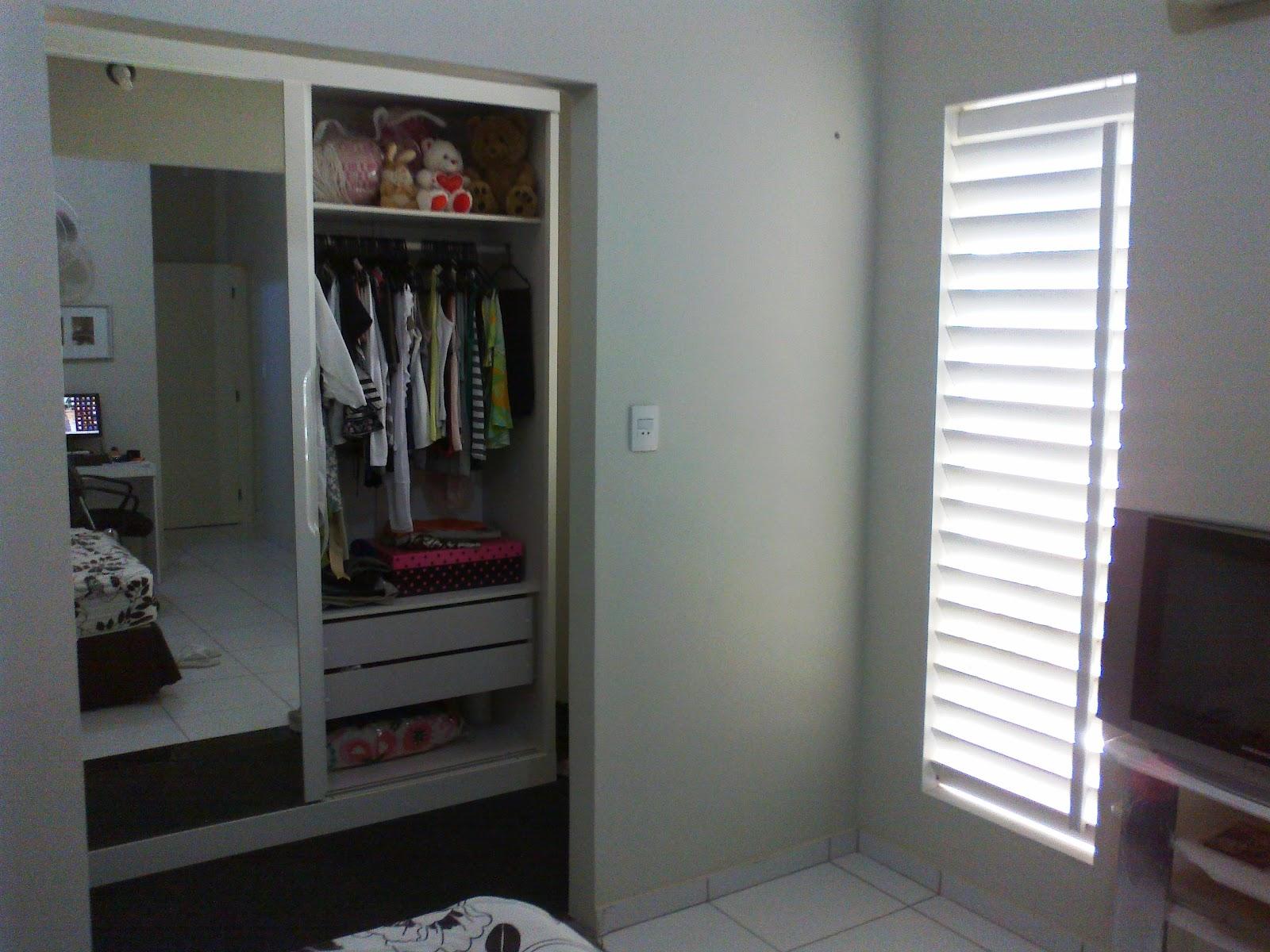#5D4845 Falta colocar as portas no closet! O piso foi forrado com carpete! 204 Janelas De Vidro No Quarto