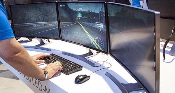 Samsung presentó el primer monitor LCD con pantalla curva