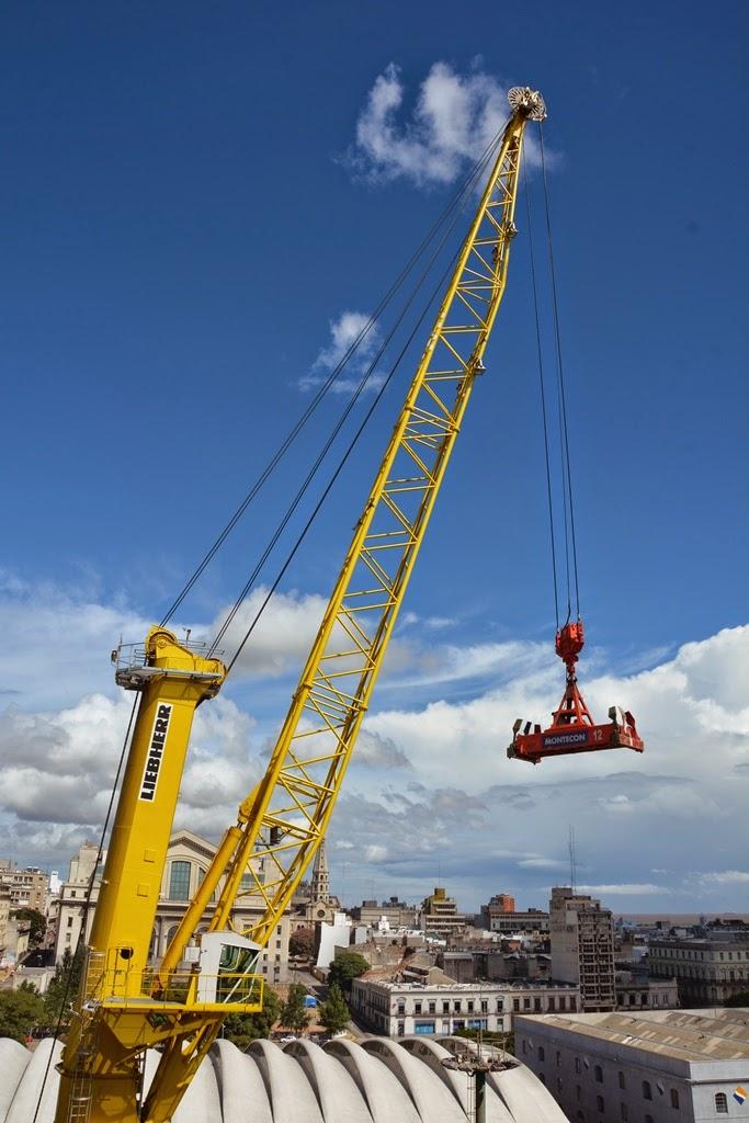 Port of Montevideo crane liebherr