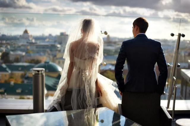жених и невеста спиной
