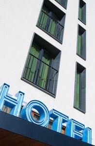 Contoh dialog percakapan bahasa inggris di hotel sebagai resepsionis