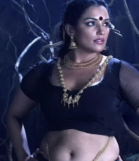 mallu aunty in black saree