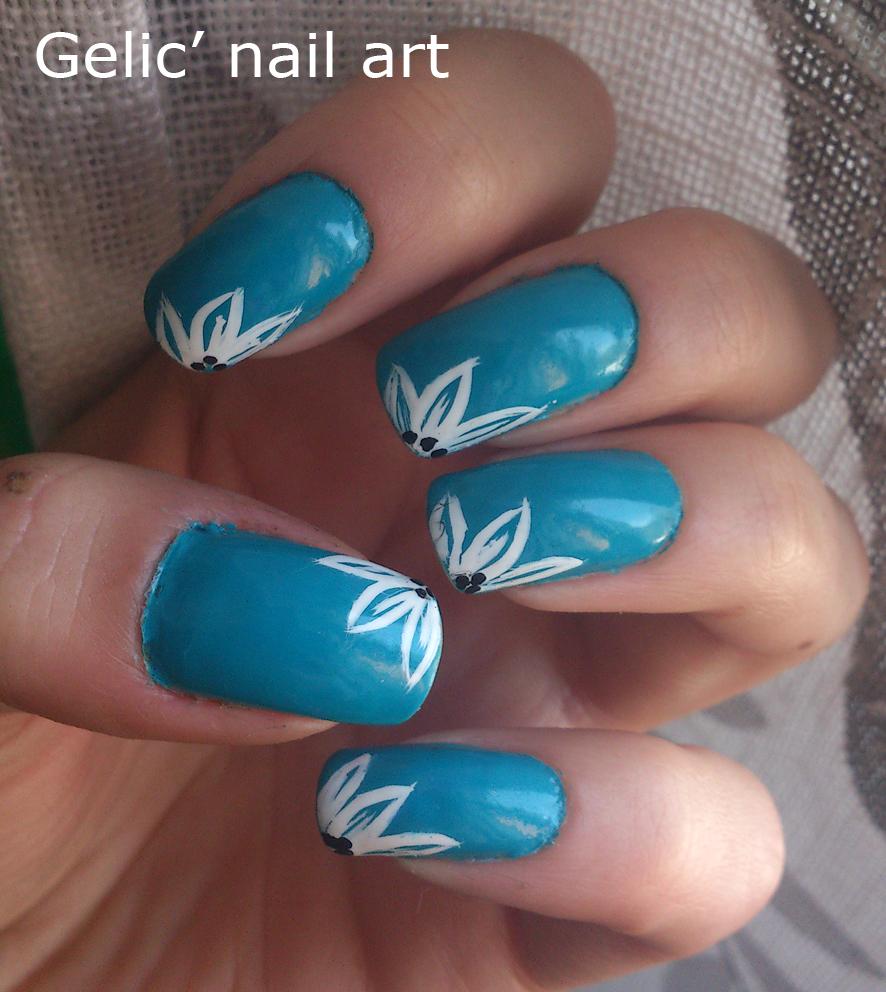 Gelic Nail Art White Flower Nail Art On Blue Background