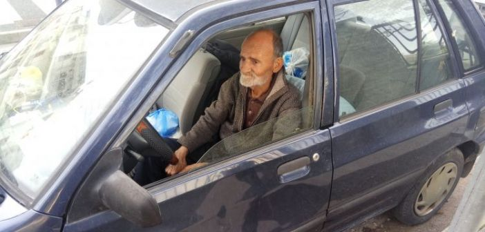 Αγρίνιο : Άστεγος Κοιμάται τρεις μήνες μέσα σε αυτοκίνητο!