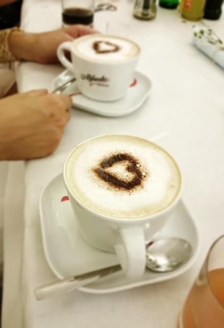 wesele jak urządzic, kawa z sercem,jak ubrac sie na wesele, cappucino, pyszna kawa