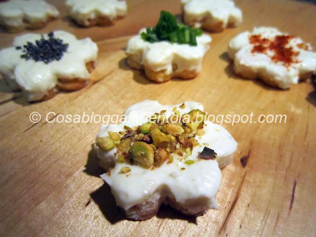 fiori fiorellini di formaggio gorgonzola mascarpone ricotta cosa blogga in pentola ricetta cosabloggainpentola