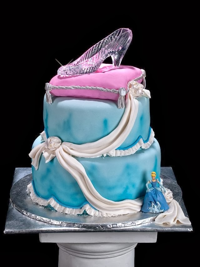 Cinderella S Glass Slipper As A Cake Topper This Fairy