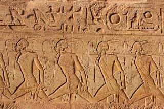 'Esclavos nubios', relieve de Abu Simbel, tomado de planetasapiens.com