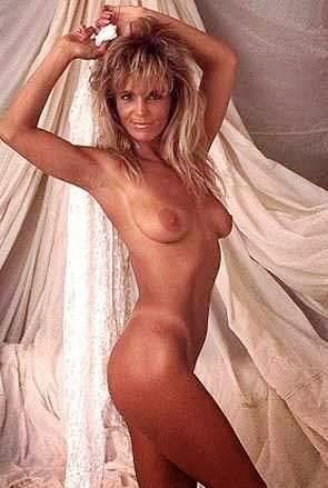 scarlett johanssons nude boobs