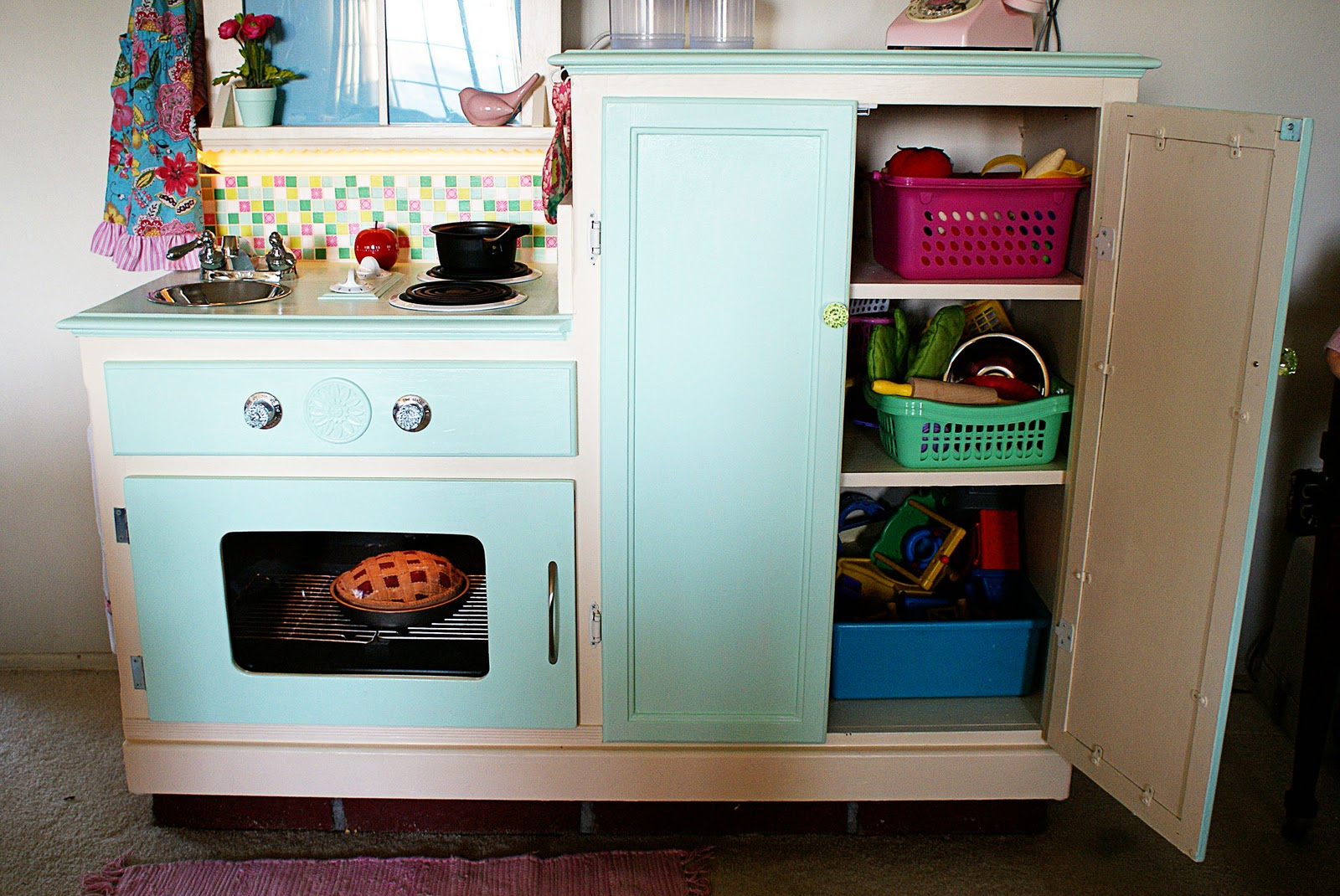 Easy Peasy Pie: Play Kitchen