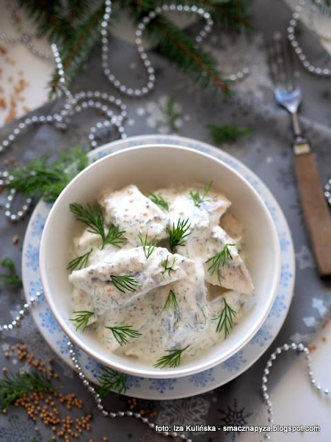 śledzie po szwedzku w sosie śmietanowo musztardowym , szwedzkie śledzie , śledzik , śledź w śmietanie , creme fraiche , jak zrobić w domu creme fraiche , boże narodzenie , post , święta , świąteczny stół , domowe jedzenie , śledzie marynowane , w sosie , najlepsze przepisy , kuchnia szwedzka , zrób sobie takie , zrób to sam , rybka , ryby