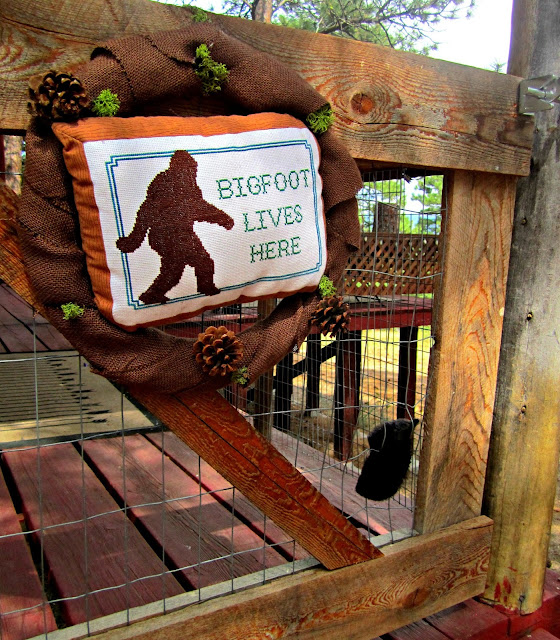 Fizzy Party's Big Foot Cocktail Party Entrance Wreath