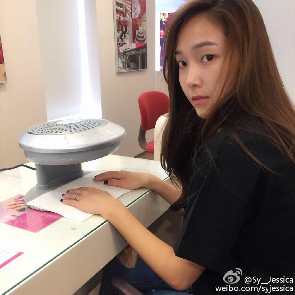 Jessica Jung Finally Got Her Nails Done But