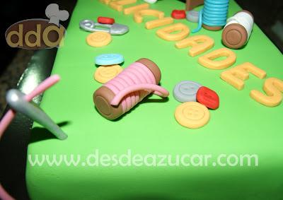 tarta, tarta fondant, tarta costurera, hilos, maquina de coser, refrey. tarta fondant Sevilla