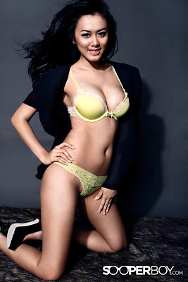 Sexy Photo Bikini Devi Iriyanti