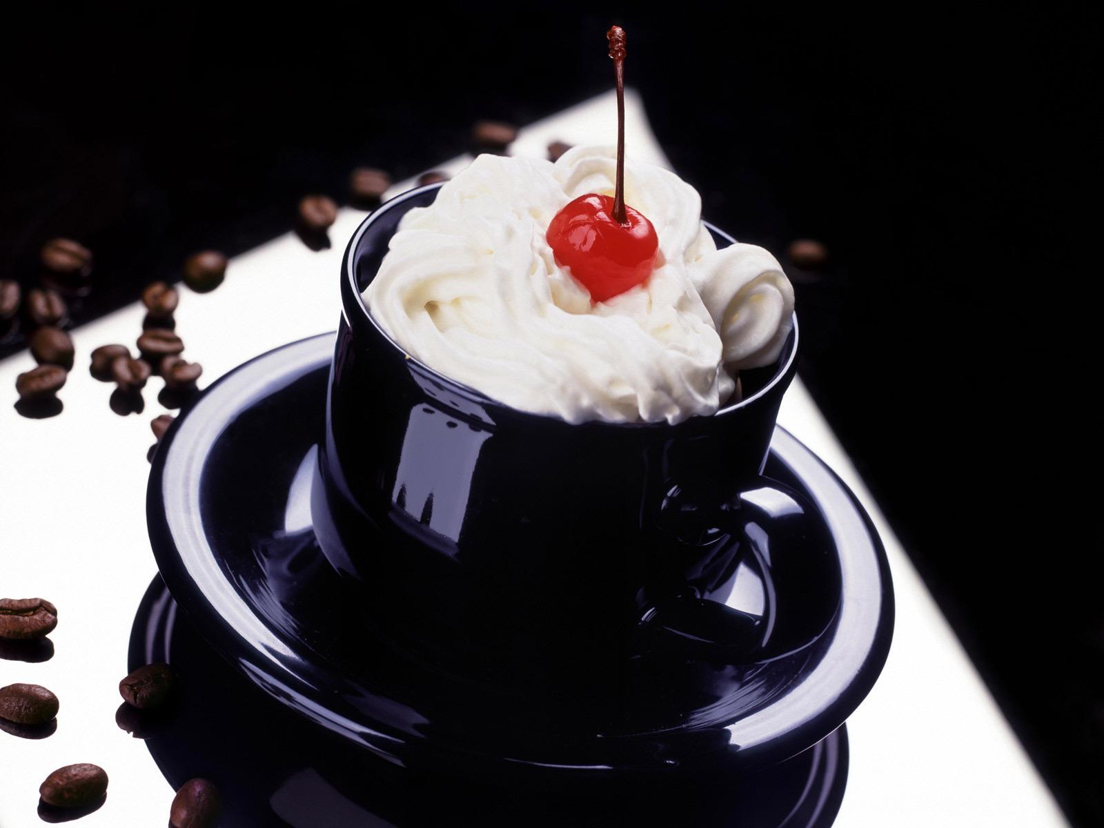 cafe con crema y cereza