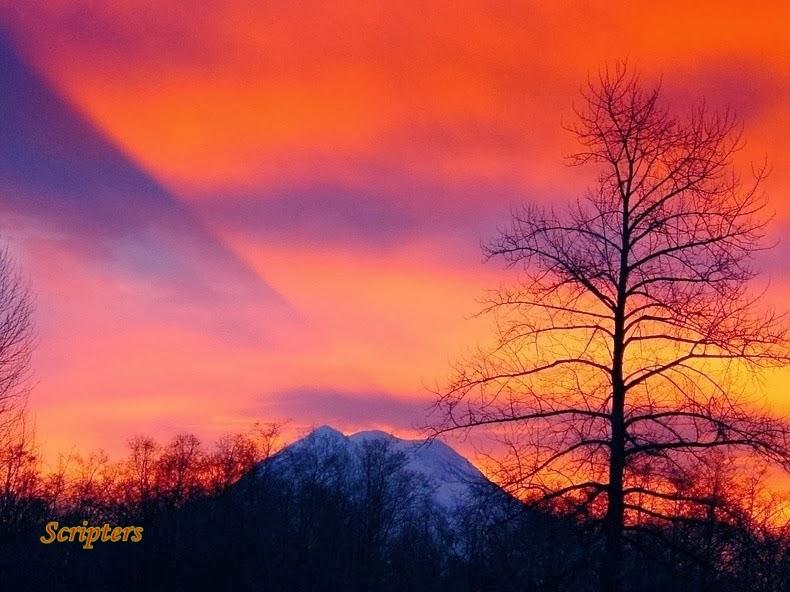 Fenomena Pelik Bayangan Gunung Menghala Ke Langit
