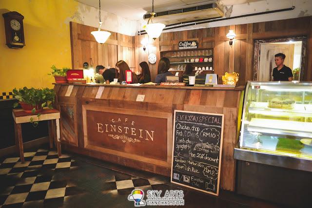 Love their wooden bar @ Einstein Cafe