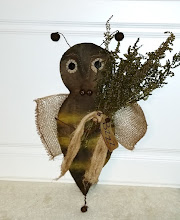 PRIMITIVE BEE DOOR GREETER