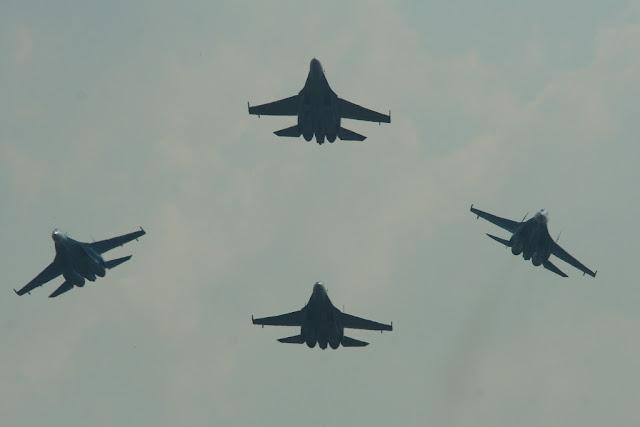 Sukhoi Su-27 Flanker formation