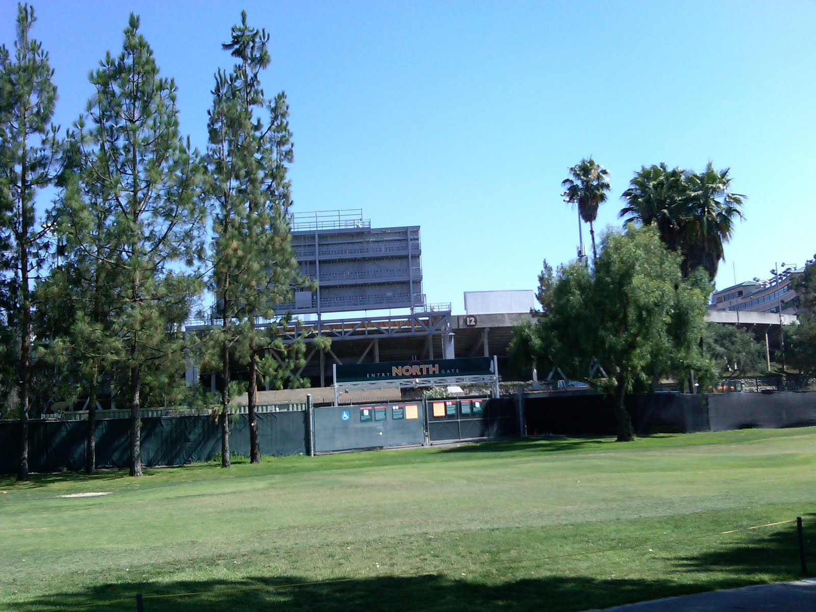 Off The Couch LA: Rose Bowl Golfing - Brookside Golf Course